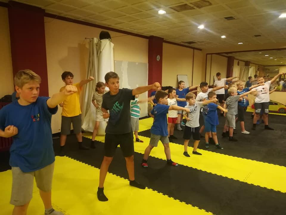Kyokushin karate edzés a Safe Kid táborban 001.jpg